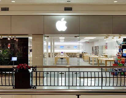 Get directions. The Apple Store is located in Tysons Corner Center, Bloomingdales wing, level 2, next to Ann Taylor. Parking: upper level of lot G, near the mall entrance between L. L. Bean and Bloomingdales.